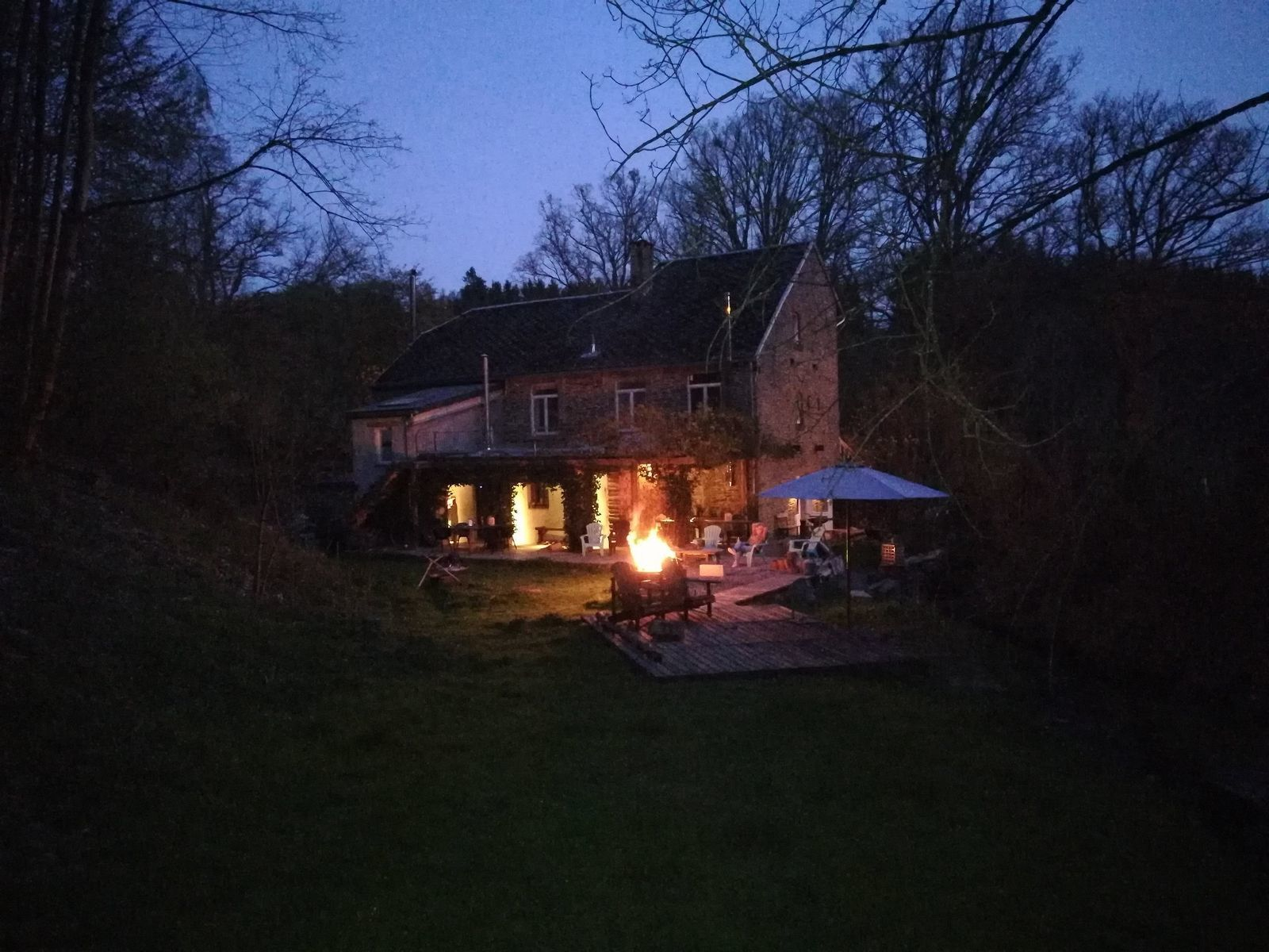 Vakantiehuis la Source de Bru - groepshuis met pizzaoven