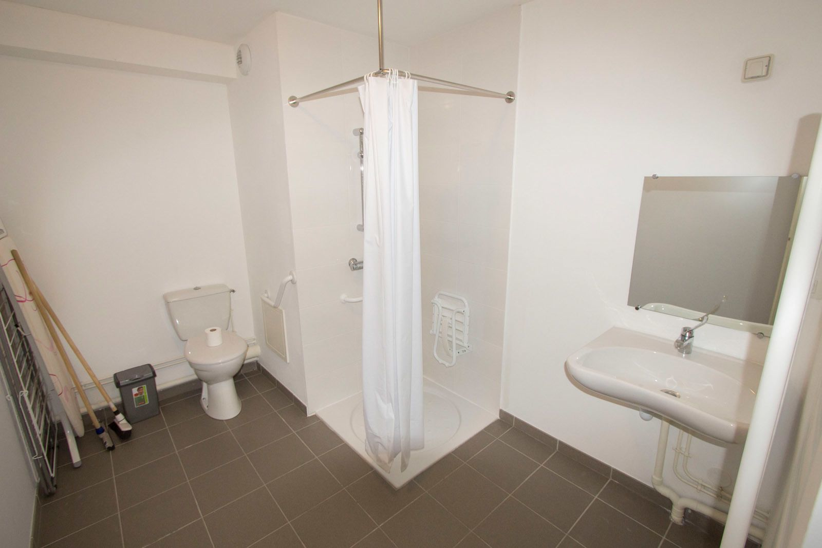 Suite for 2 people, adapted to people with a disability
