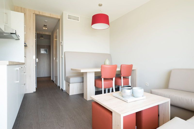5p (2adults 3kids) standard holiday residence with outdoor swimming pool in Zeebrugge