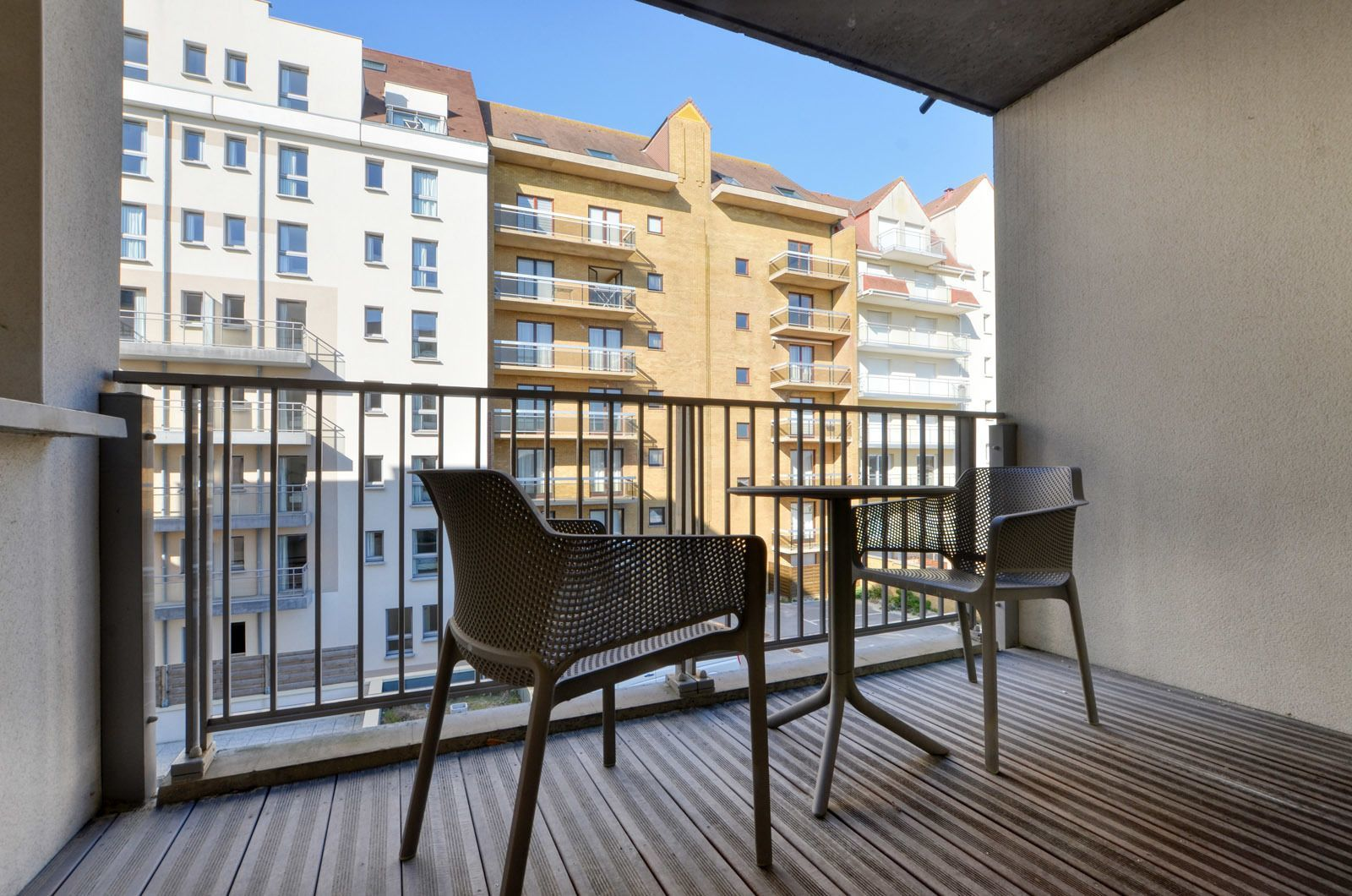 Apartment for 6 people (4 adults - 2 children) with balcony