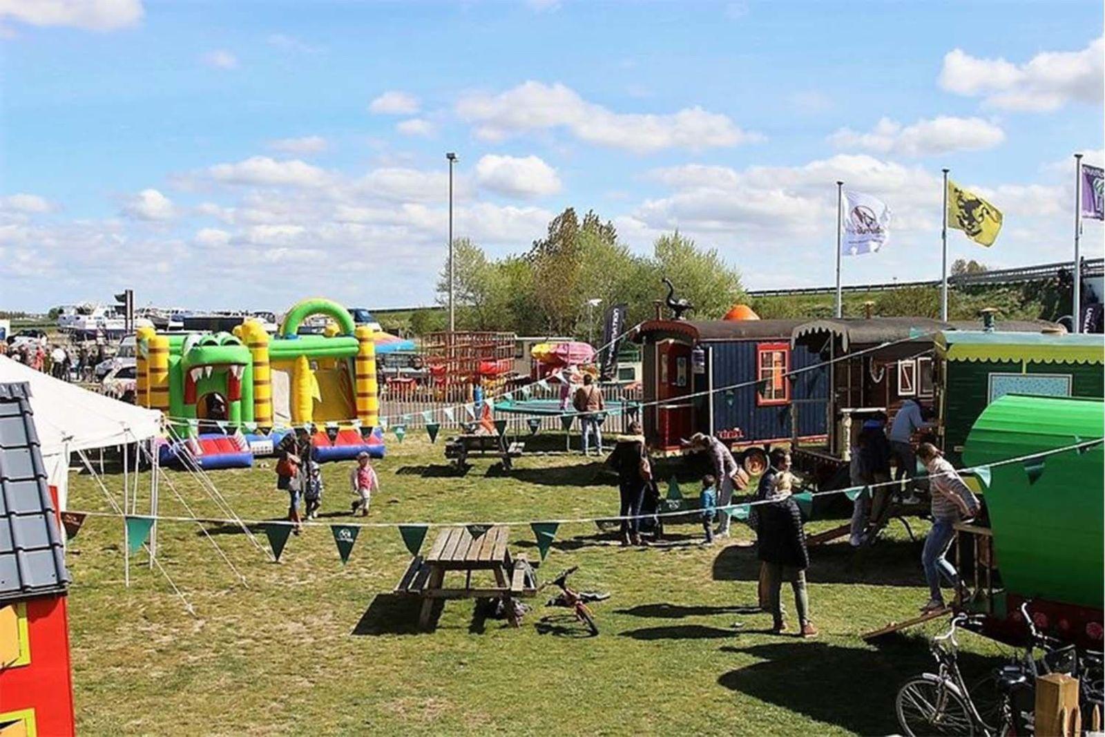 Watersports Package Deal: kayak/canoe/sup + play village Nieuwpoort