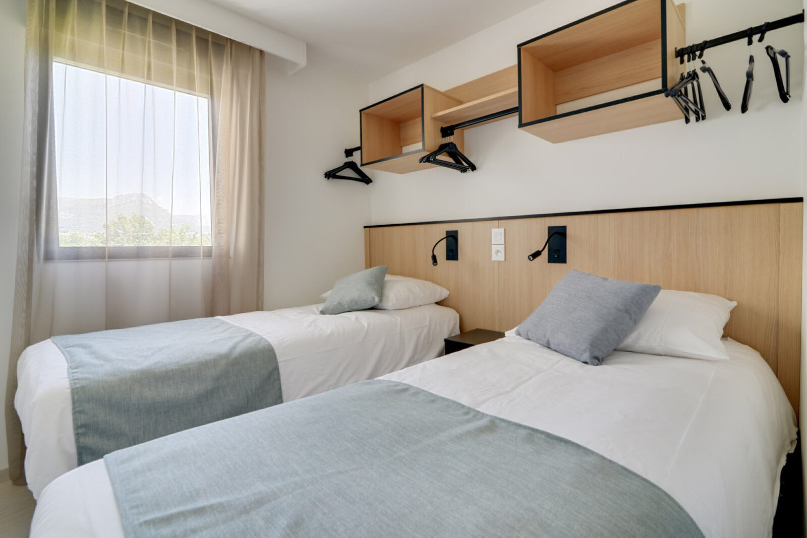 Nouvelle suite deluxe pour 4 personnes avec 2 chambres - lit double et lits simples