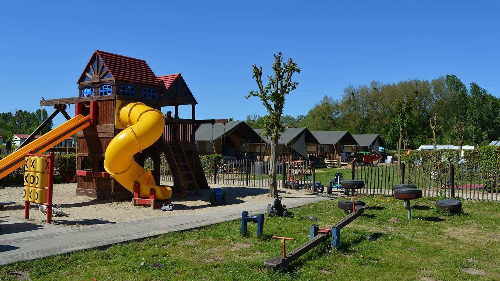 Campsite 't Geuldal | Luxe Sanitary XL 6 Pers.