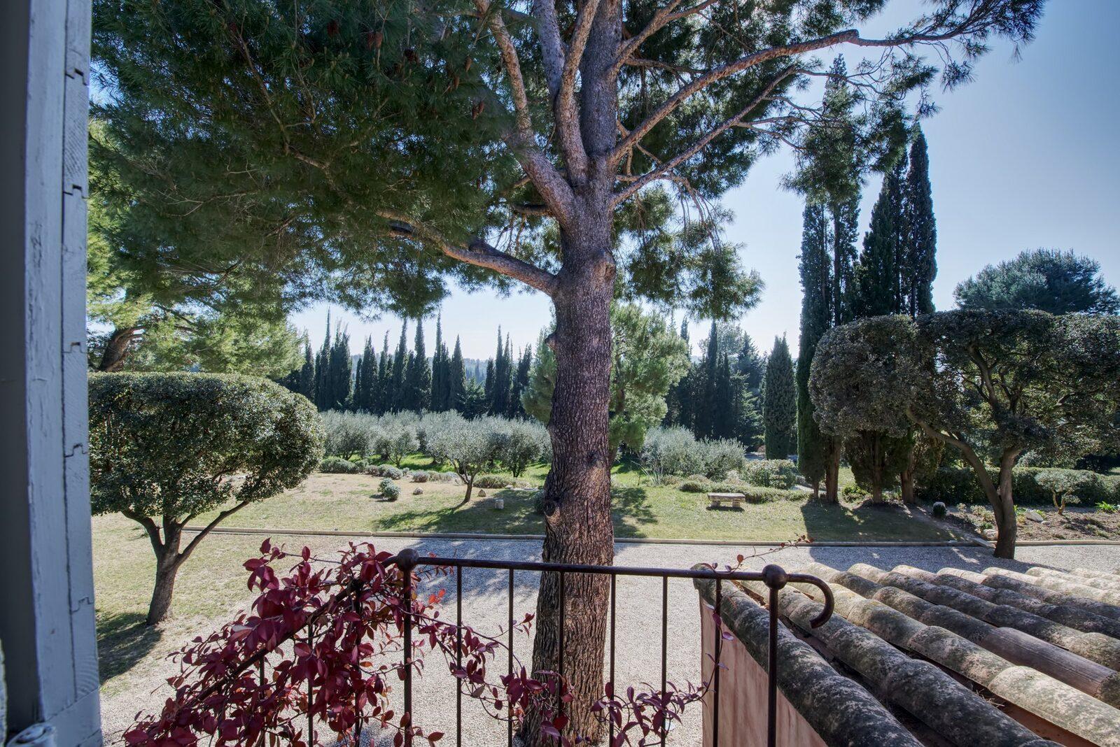 Vakantiehuis Mas Césarine met verwarmd zwembad en grote Provenҫaalse tuin