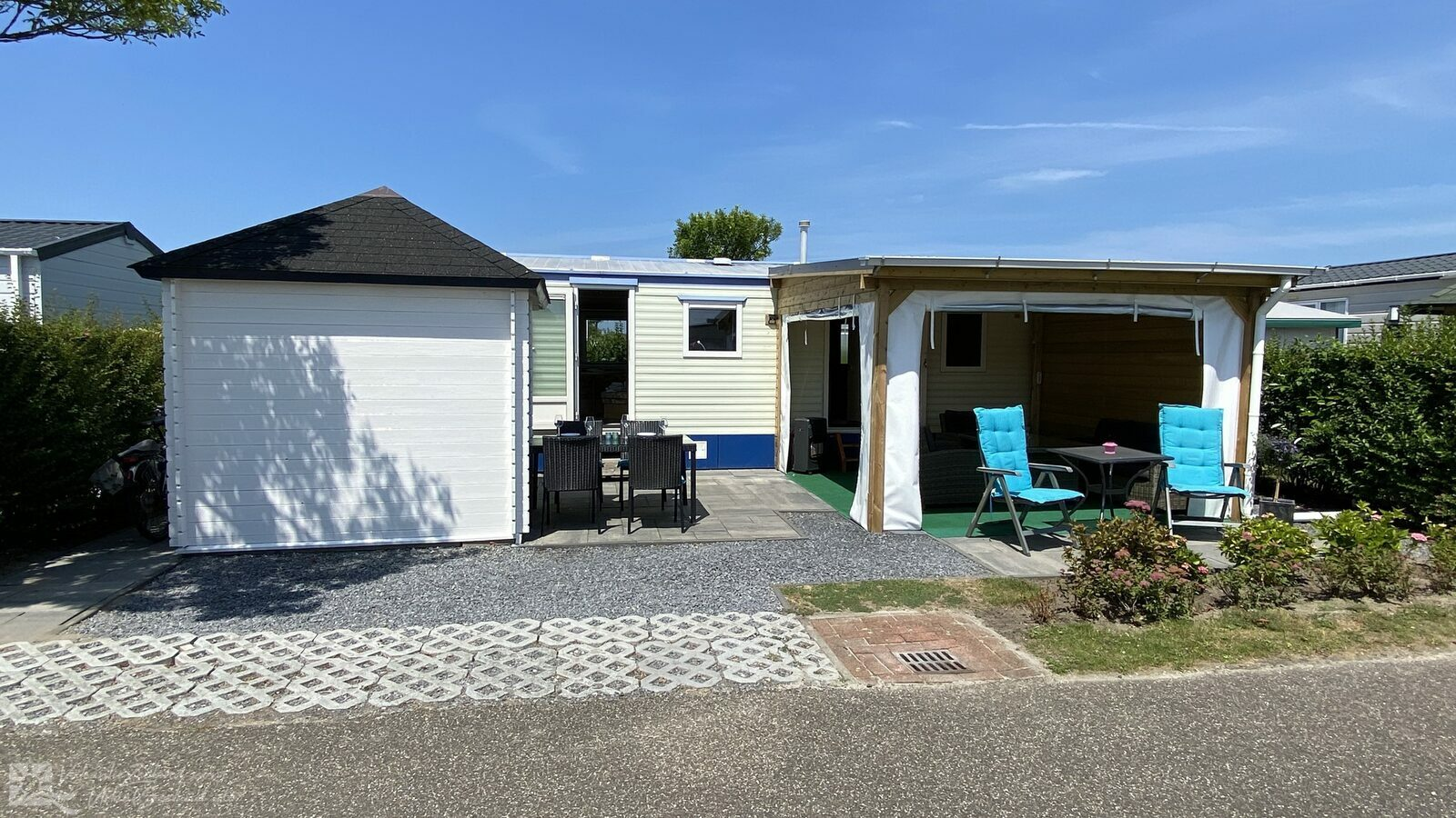 VZ734 Mobile home Renesse
