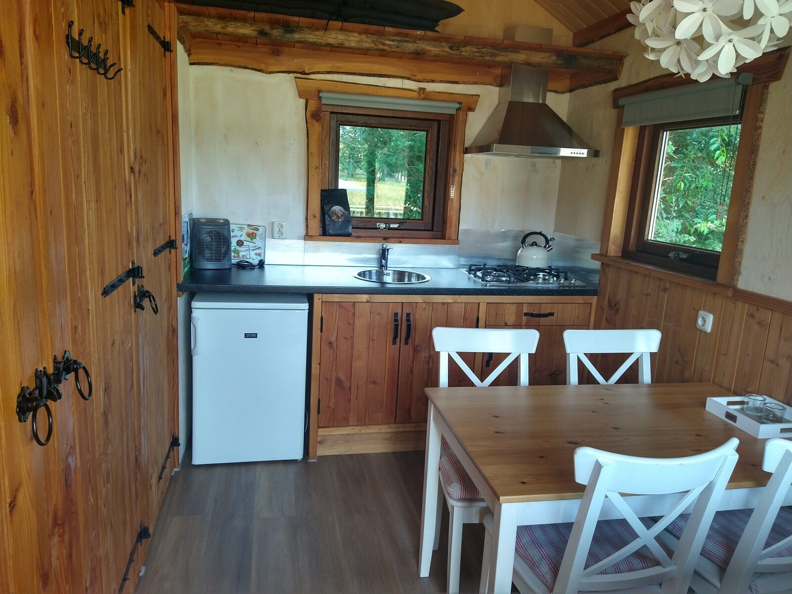 Wanderer's Cabin Plus (4-person)