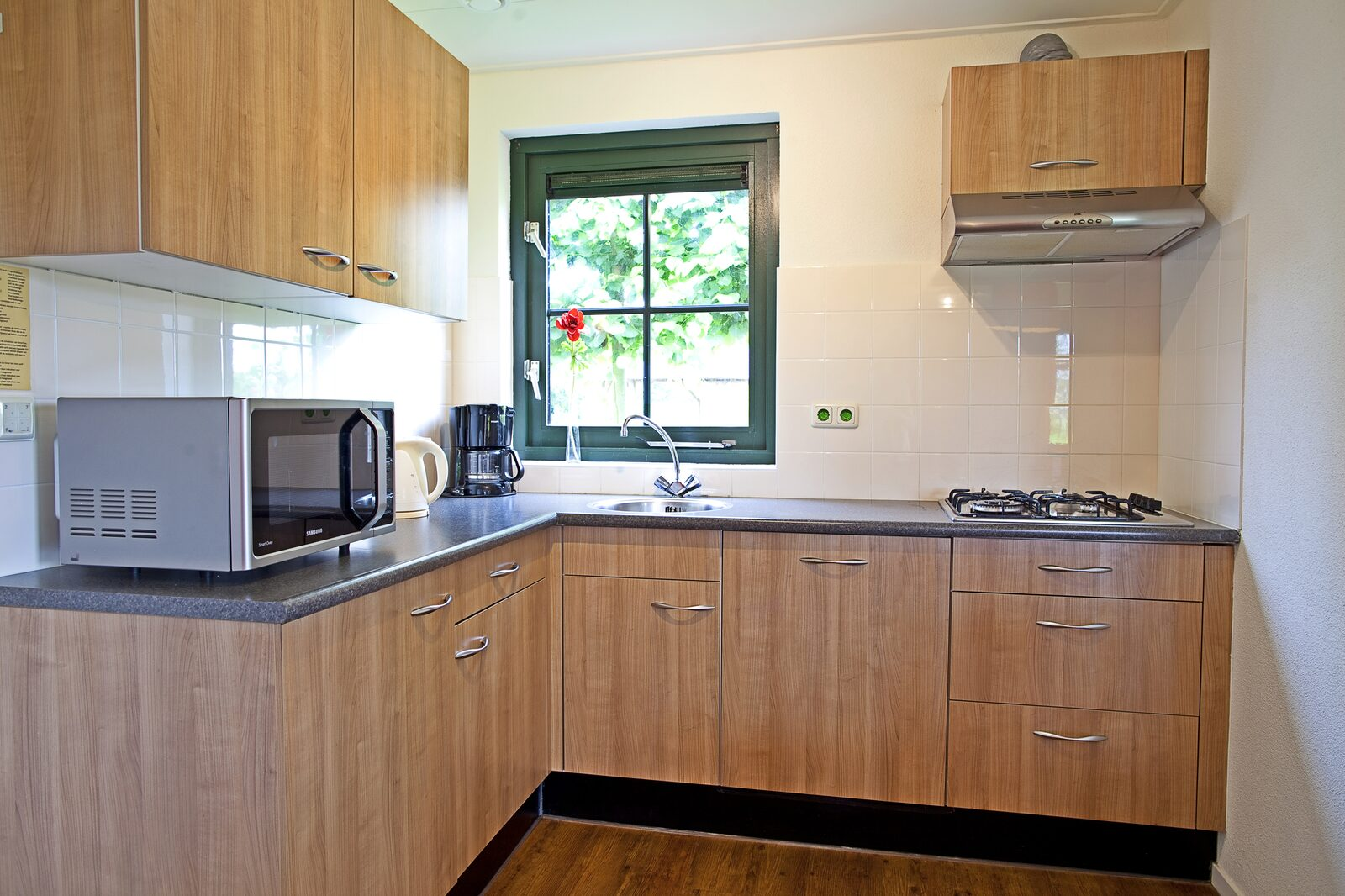 Group accommodation: Beach House + 4 holiday homes (24 people)