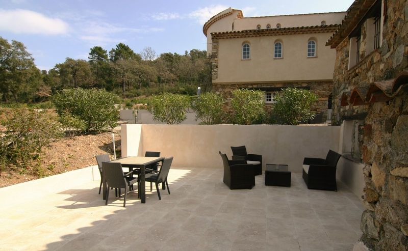 Rustic holiday apartment (4p) with private terrace at communal pool (Hameau les Claudins, Saint Martin Nr1)