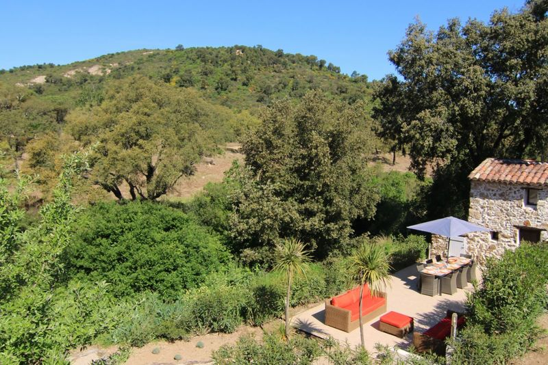 Holiday apartment (8p) with private terrace at the swimming pool in the Provence (Les Pennes Nr4, Hameau les Claudins)