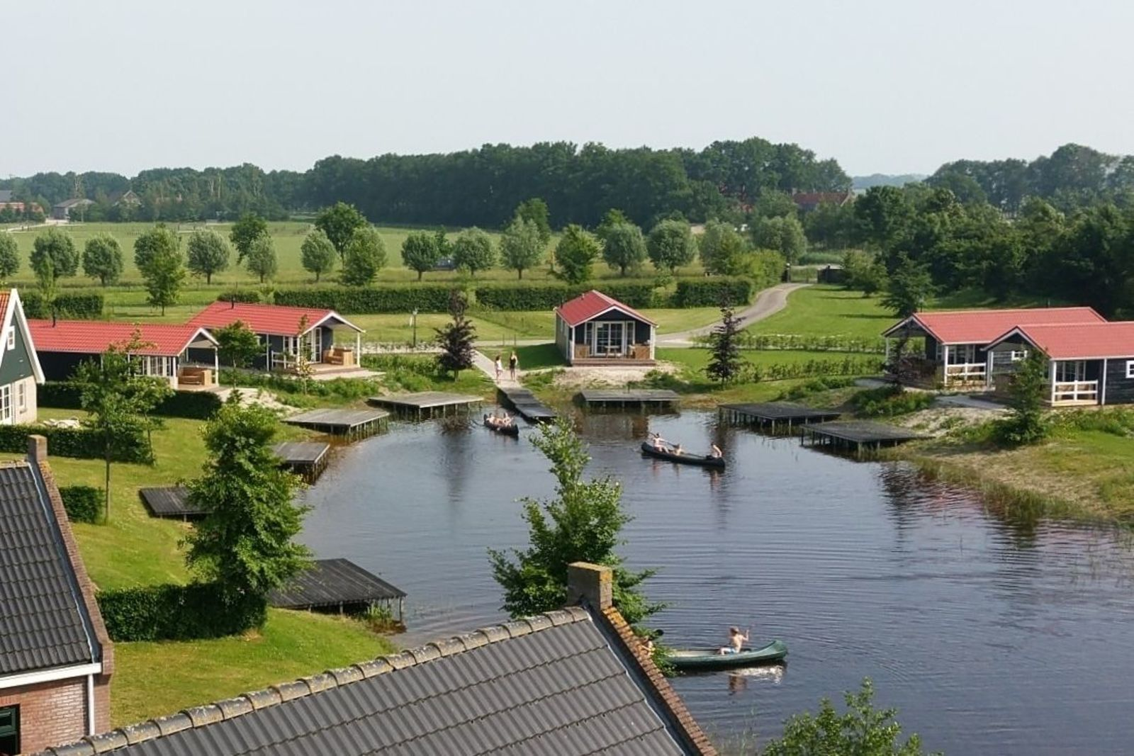 Group accommodation: group lodge + four 4-person lodges (16 people)