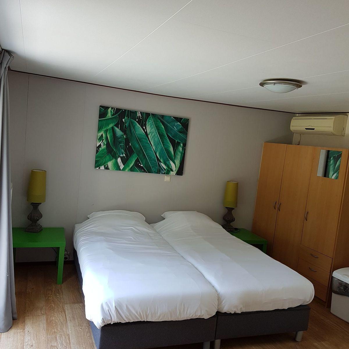 Hotelzimmer im Chaletstil